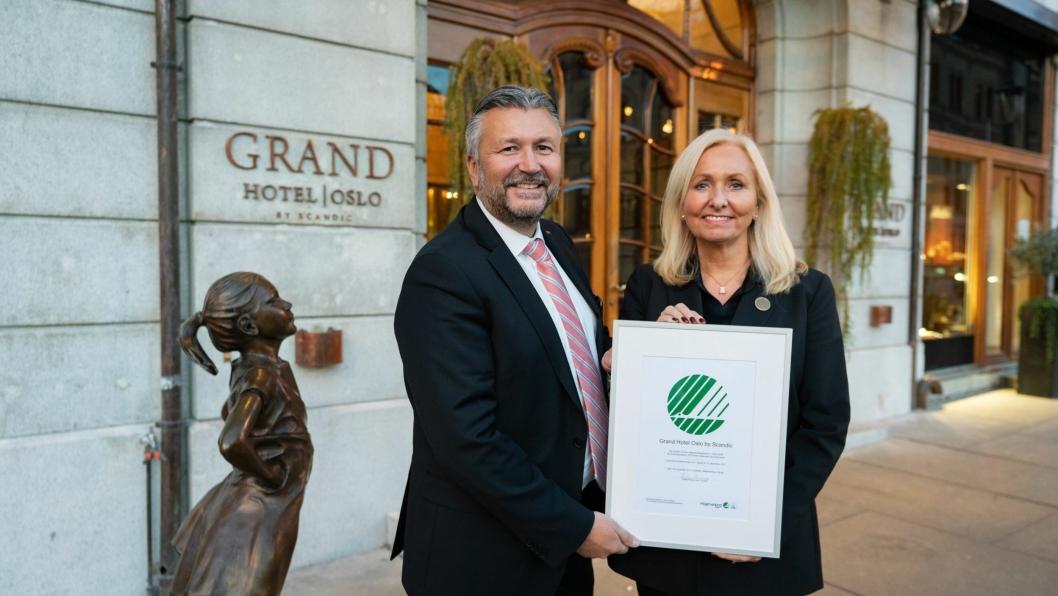 Administrerende direktør i Scandic Hotels Norge, Svein Arild Steen-Mevold og hotelldirektør på Grand Hotel Oslo by Scandic, Toril Fjåskjer.