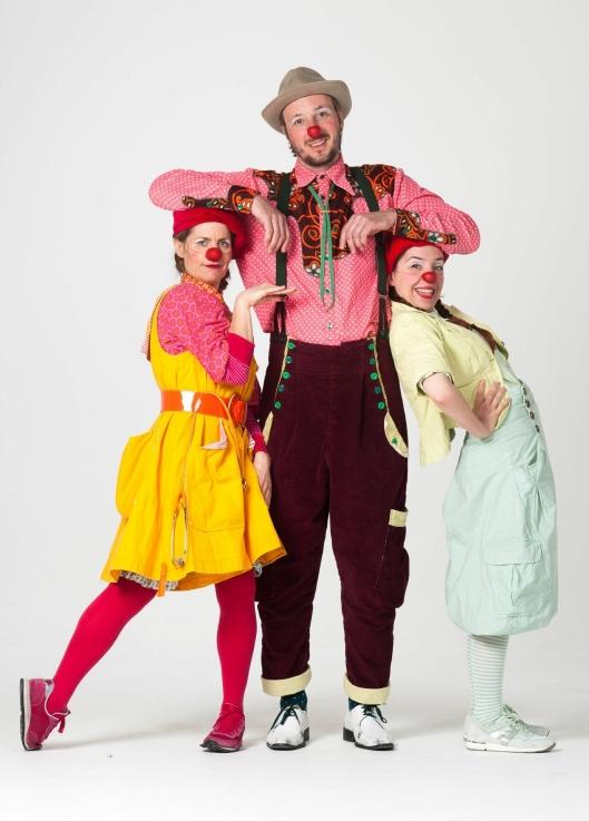KLOVNENE: Pling, Smække og Zapp reiser Norge rundt og sprer glede til norsk barn på sykehus.