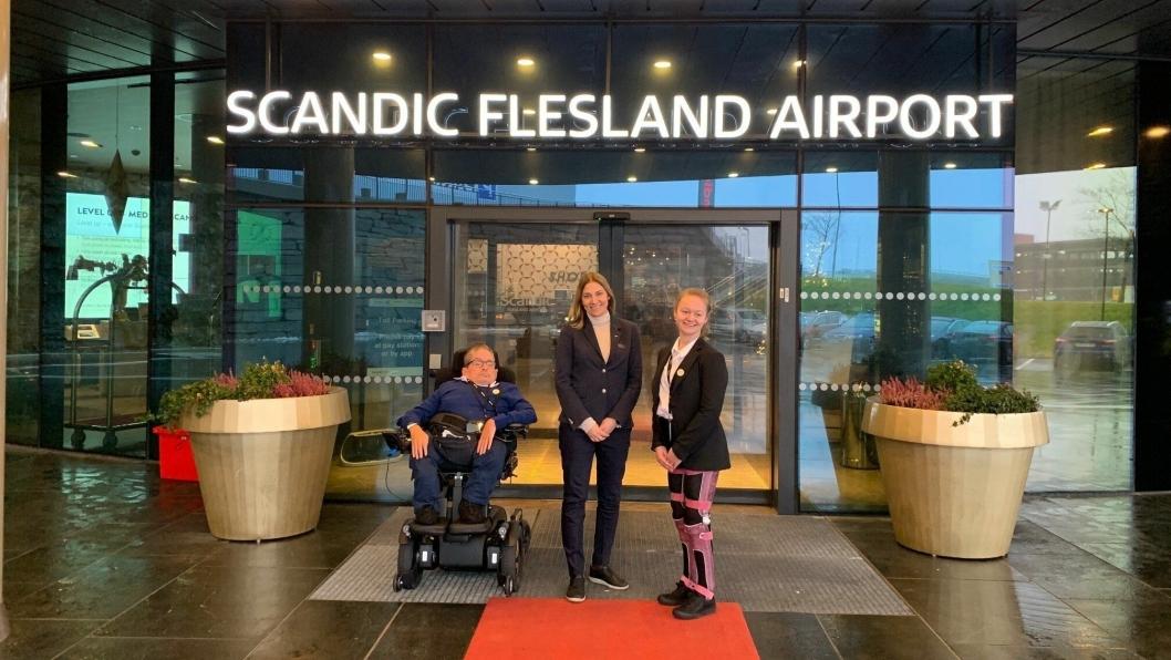 BRA DAG: F.v. Ove Strømme, hotelldirektør på Scandic Flesland Airport, Birte Hevrøy og Rikke Ullmann.