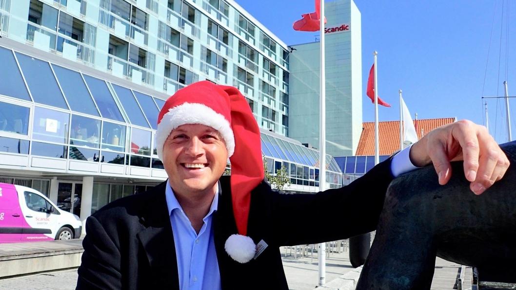 SJEFSNISSE: Reidar Westre lover bading fra kaia dersom hans hotell ikke blir topp tre i frokostkåringen i 2020.