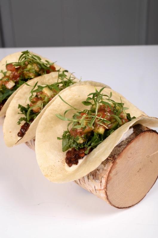 Grønn fredagstaco / 100% plantebasert taco av belugalinser og finnøytomater.