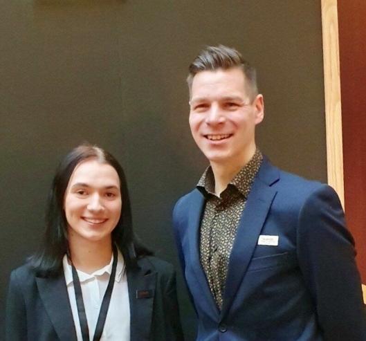 SJEFENE: Wiktoria vikarierer for Roger Rønning som hotelldirektør.