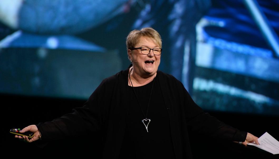 Mona Saab fra Big Fish Adventure på scenen under NHOs Årskonferanse 2020.