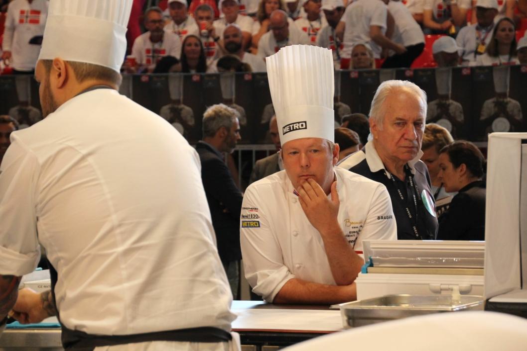 RUTINERT: Gunnar Hvarnes er godt vant til å lede enkeltutøvere til gode prestasjoner. Her fra Bocuse d´Or med Christian Andre Pettersen.