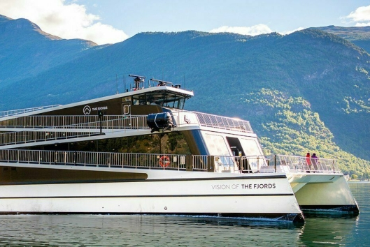 NYT FJORDEN: Skipet Vision of the Fjords tar gjestene rundt i fjorden,.
