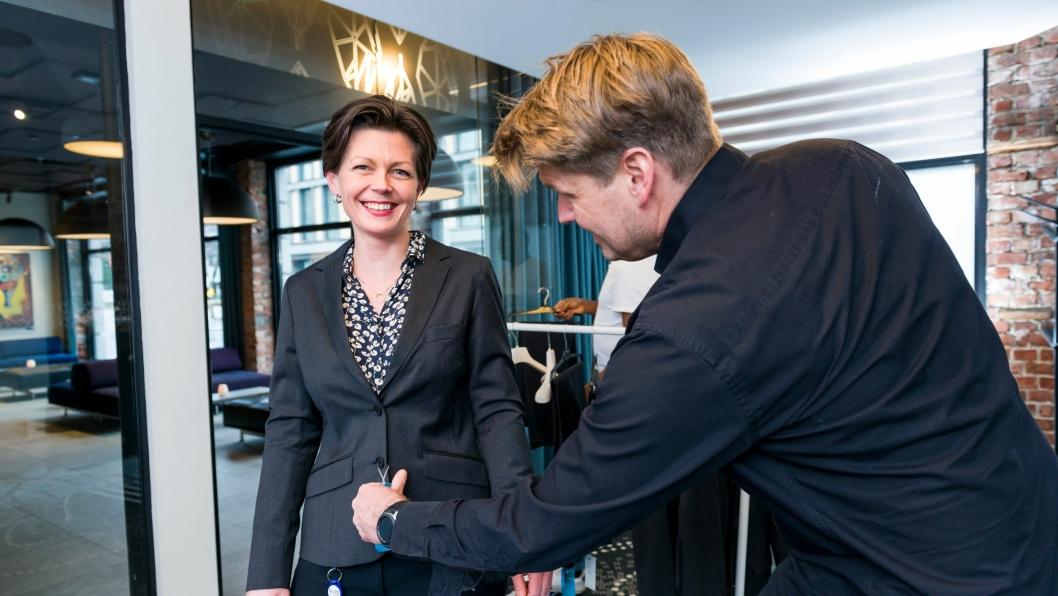 PRØVING: Emil Pettersen, daglig leder, Reparell og Synnøve Egedal, resepsjonist, Thon Hotel Parken.