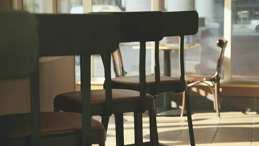 TOMT: Det har vært mange tomme stoler og senger hos aktørene i reiselivet de siste månedene.