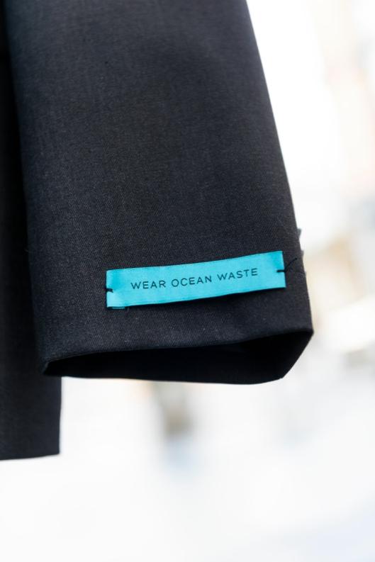 MILJØVENNLIG: Uniformene er laget av natufiber, ull, gamle fiskegarn og havsøppel.