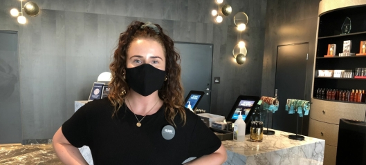 Innfører munnbind for ansatte